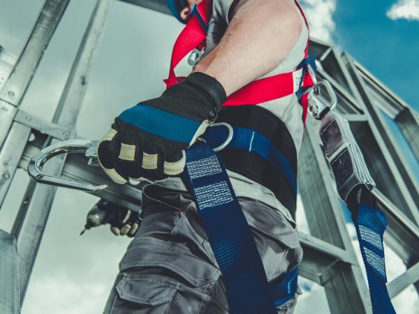 איך להיות בטוח בעבודה בגובה